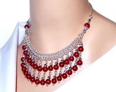 Vidrio rojo perla chainmaille babero cuello collar de flecos de declaración de cascada, nupcial, boda, regalo para mamá, prom collar, collar de perlas