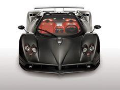 Pagani Zonda F Model zadebiutował podczas targów Geneva Motor Show w 2005 roku. Przedstawiony model wyposażony był w silnik 7.3-litra o mocy 594 koni mechanicznych. Produkowany do dzisiaj Zonda F jest w stanie rozpędzić się do 346 kilometrów na godzinę, jednak podczas testów przeprowadzonych przez EVO Magazine na niemieckiej autostradzie, udało się osiągnąć wynik 317 km/h. Dla wymagających klientów przygotowano jednak mocniejszą wersję samochodu, wyposażoną w silnik o mocy 640 KM.