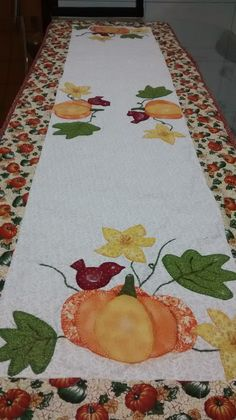 Sorry no pattern. Just inspiration Table Runner And Placemats, Table Runner Pattern, Quilted Table Runners, Pumpkin Table Decorations, Fall Sewing, Fall Quilts, How To Finish A Quilt, Hand Applique, Autumn Crafts