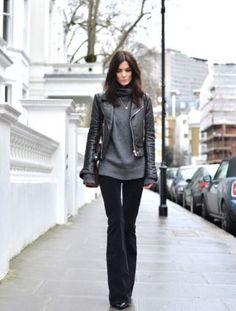 Pullover kombinieren: Rockig mit Lederjacke und Schlaghose