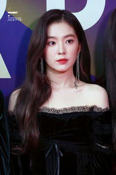 Red Velvet Irene is one of K-Pop's top visuals and she constantly proves this with stunning pictures. These pictures are irrefutable proof of Irene's beauty. Red Velvet アイリーン, Red Velvet Irene, Seulgi, Red Velet, Korean Actresses, Girl Crushes, Kpop Girls, Korean Girl, Asian Beauty