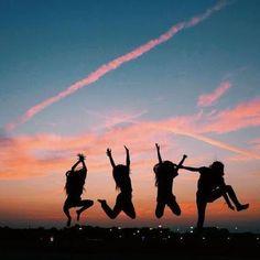 friends photography ☆p i n t e r e s t - Bff Pics, Photos Bff, Cute Friend Pictures, Friend Photos, Best Friend Fotos, 4 Best Friends, Best Friends Forever, Friends Girls, Friends Image