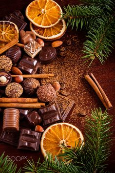 Christmas sweets: assortment of chocolates, truffles, candies, chocolate barks, spices and nuts. Christmas spirit still life Christmas Mood, Christmas Sweets, Noel Christmas, Christmas And New Year, Christmas Crafts, Christmas Decorations, Christmas Oranges, Wallpaper Natal, Illustration Noel