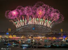 Stunning NYE fireworks display in Sydney Harbour