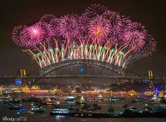 Stunning NYE fireworks display in Sydney Harbour