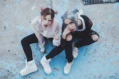 """78.8k Likes, 469 Comments - Giovanna Bravar (@gio_bravar) on Instagram: """"¡Ya tenéis nuevo vídeo botches! Sesión de fotos con pelo de colores  esta es una de las fotos,…"""""""
