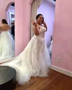 3680380da0841 This backless  plussize  weddingdress can be recreated with any design  changes. We are in the  USA and make custom  plussizeweddingdresses for all  shapes ...