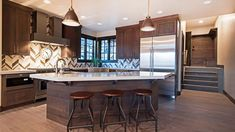 Contemporary kitchen with teak wood flooring, quartz countertops and dining island Solid Wood Kitchen Cabinets, Contemporary Interior Design, White Backsplash, Interior Design Inspiration, Contemporary Kitchen Design, Contemporary Kitchen, Kitchen Layout, Interior Design, Kitchen Design