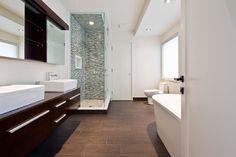 Summer home modern bathroom