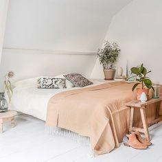 NIGHT | Sweet dreams! Did you join the give away on Bintihomeblog.com? I will give away 4x this plain Cotton Creamy bed cover. { link in bio } Cushions, bedcover + tables available at bintihomeshop.nl! #bintihome #home #interior #bintihomeblog #swisssense #swissensegoodnight #bedroomstyling #bedroomdecor #bedding #bedroomideas #slaapkamerinspiratie #slaapkamers #dekbedovertrek #bintihomestyling #style #design #styling #interieur #interieurstyling #casa #designer #wooninspiratie #wonen…