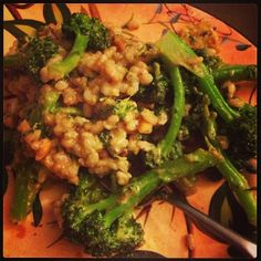 vegan: peanut sauce broccoli stir fry!