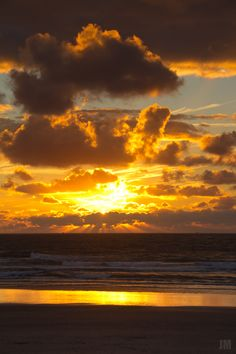 Sunset on the North Sea! The island of Norderney, Germany. Sun Moon Stars, North Sea, Sunsets, The Good Place, Scenery, Germany, Wanderlust, Europe, Earth
