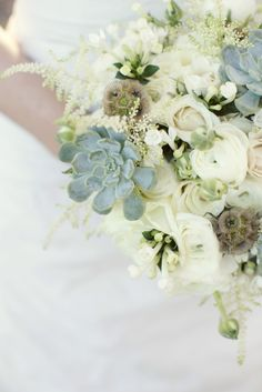 Katie's ranch chic, lush bouquet by Jordan Payne Events!