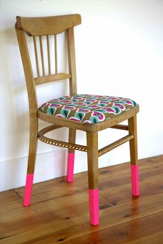 Do not throw away your old wooden furniture, transform them! Discover 25 old wooden furniture . Budget Chairs, Decor, Furniture, Furniture Blog, Painted Furniture, Patterned Chair, Chair, Home Decor, Bedroom Makeover Diy