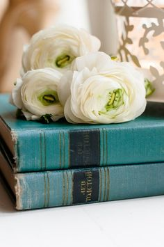 Love the color of these old book~so pretty with the cream flowers~❥