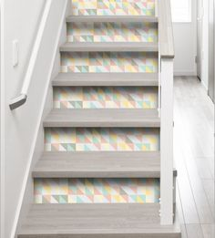 Stickers pastel pour contremarches look scandinave    http://www.homelisty.com/stickers-escalier-contremarches/