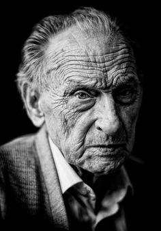 uncle Gijs (92) van Mart Boudestein...een van zijn vele prachtige portretten