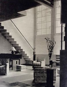 Maison rue Mallet-Stevens à Paris (1926). 16. Hall chez Rob. Mallet-Stevens (1927). Photo Germaine Krull