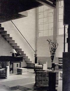 Maison rue Mallet-Stevens à Paris (1926). 16. Hall chez Rob. Mallet-Stevens (1927). Photo Germaine Krull