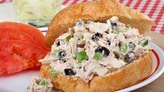 طريقة عمل سلطة التونة الشهيّة بالرغيف - Delicious tuna salad in a sandwich recipe
