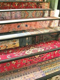 Mix of Persian carpet designs on the stairs bohemian house design interior design ideas design and decoration Deco Boheme, Bohemian Print, Bohemian Design, Stairway To Heaven, Carpet Design, Home And Deco, Persian Carpet, Persian Rug, Persian Decor