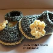 "Baby Booties ""Spring Time"" - via @Craftsy"