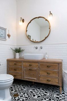 Modern boho bathroom home decor в 2019 г. home decor, bathroom Modern Boho Bathroom, Rustic Bathroom Vanities, Diy Bathroom Decor, Simple Bathroom, Bathroom Styling, Bathroom Storage, Bathroom Interior, Bathroom Ideas, Budget Bathroom