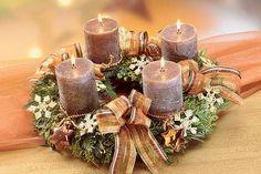 Jak udělat Adventní věnec | JakTak.cz Christmas Advent Wreath, Winter Christmas, Christmas Time, Winter Porch Decorations, Christmas Decorations, Table Decorations, Advent Candles, Diy Wreath, Porch Decorating