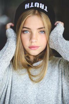 Top 20 Most Gorgeous Blue-Eyed Girls Wallpapers/Pics - Top 10 Ranker The Most Beautiful Girl, Beautiful Eyes, Beautiful Women, Cute Young Girl, Cute Girls, Girl Face, Woman Face, Jade Weber, Beauté Blonde