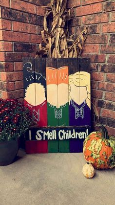 These are some of the most creative halloween front porch decorations for those last minute halloween preparations. Copy these ideas for your front porch halloween decor. Halloween Tags, Dollar Store Halloween, Holidays Halloween, Halloween Snacks, Halloween Crafts, Halloween Porch Decorations, Halloween Design, Halloween 2019, Holoween Decorations