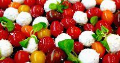 σαλάτα ντοματίνια με τυριά, σε φουλ του μάραθου - Pandespani.com Caprese Salad, Salads, Insalata Caprese