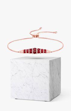 Garnet rings, pendants, bracelets and earrings in rose gold. Garnet Jewelry, Garnet Rings, Red Garnet, 18k Rose Gold, Discover Yourself, Fashion Rings, Jewelry Stores, Jewelry Collection, Pendants