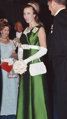 Princess Anne Royal Style: Green satin dress and white belt Royal Princess, Princess Elizabeth, Princess Charlotte, Elizabeth Ii, Green Fashion, Royal Fashion, Adele, Windsor, Green Satin Dress