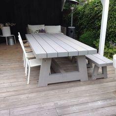 The most awesome Garden bench Decks Ideas 1562210810 Outdoor Dining, Outdoor Tables, Outdoor Spaces, Outdoor Decor, Picnic Tables, Dining Area, Dining Table, Garden Seating, Garden Table