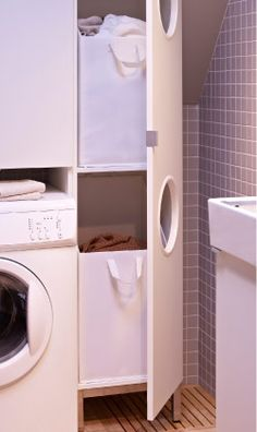 regardsetmaisons: Comment installer un lave linge dans une petite salle de bain avec un petit budget Laundry Closet, Small Laundry, Laundry In Bathroom, Bathroom Storage, Ikea Laundry, Laundry Nook, Laundry Sorting, Laundry Bin, Laundry Baskets