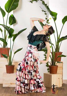 Flamenco Costume, Flamenco Skirt, Flamenco Dancers, Dance Costumes, Spanish Fashion, New Product, Female Models, Lace, Skirts