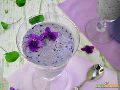 Smoothie con mirtilli e violette, una ricetta fresca e salutare  #ricette #food #recipes