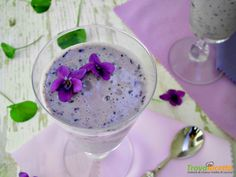 Smoothie con mirtilli e violette, una ricetta fresca e salutare #ricette #food #recipes