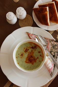 Yoğurtlu Semizotu Çorbası | Yemek Zevki Pasta, Turkish Recipes, Homemade Beauty Products, Cheeseburger Chowder, Vegetarian Recipes, Food And Drink, Pudding, Yummy Food, Cooking