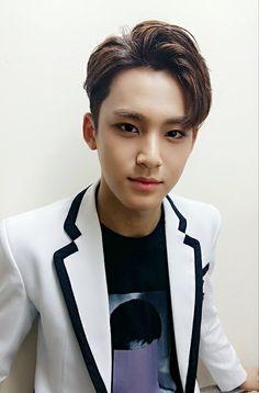 Mingyu <3   Encore Concert Backstage Twitter update