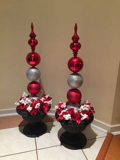 Homemade topiaries - there are now plastic ornaments available that are Identical to the glass. But can be gently drilled & skewered for sa… Christmas Topiary, Christmas Planters, Outdoor Christmas Decorations, Christmas Centerpieces, Christmas Projects, Christmas Home, Holiday Crafts, Christmas Holidays, Christmas Wreaths