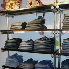 ... en kledingkasten on Pinterest  Kleding, Clothing racks and Retail