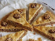Ganz viele Nüsse - mit Karamell und Mürbeteig vereint zu einem einzigartigen Kuchen: Engadiner Nusstorte. Das Rezept ist zwar etwas aufwendiger, aber das Ergebnis ist ein Traum für alle Nuss-Fans.