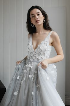 Shop Hera Couture online for your dream wedding dress. Check Lavant Dove Grey wedding dress' delicate and elegant design in Iconic collection. Wedding Gowns Grey, Grey Wedding Decor, Non White Wedding Dresses, Outdoor Wedding Dress, Alternative Wedding Dresses, Grey Bridesmaid Dresses, Dream Wedding Dresses, Wedding Attire, Bridal Gowns