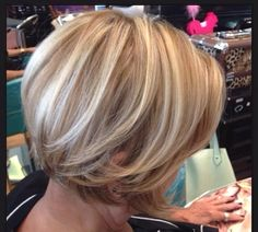 Mid-length hairstyles + + + with highlights! Swing Bob Hairstyles, Classy Hairstyles, Choppy Bob Hairstyles, Dicker Pony, Crop Hair, Mid Length Hair, Hair Color And Cut, Hair Shows, Hair Health