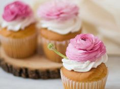 Fresh floral cupcakes decoration in Decoration stuff for cupcakes and muffins