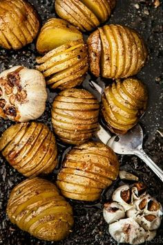 Roast potatoes & garlic