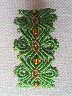 Pulsera macrame flor verde hilo 0,8 mm .Largo 19 cm ancho 3 cm.Cierre con botón de AraiaHandmade en Etsy