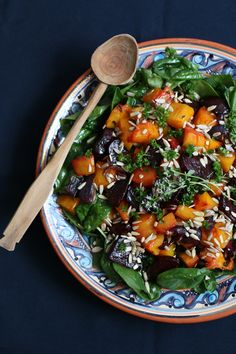 Roasted Squash, Beetroot and Spinach Salad - Nirvana Cakery Spinach Salad Recipes, Vegetarian Salad Recipes, Healthy Recipes, Roasted Root Vegetables, Roasted Squash, Fall Recipes, Dinner Recipes, Savoury Dishes, Beetroot