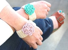 Crochet Flower Bracelet www.hipsterrow.com